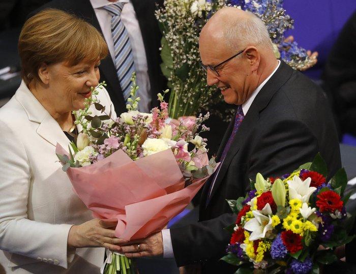 Καγκελάριος για 4η φορά η Ανγκελα Μέρκελ-με τη μαμά της στην ορκωμοσία - εικόνα 4