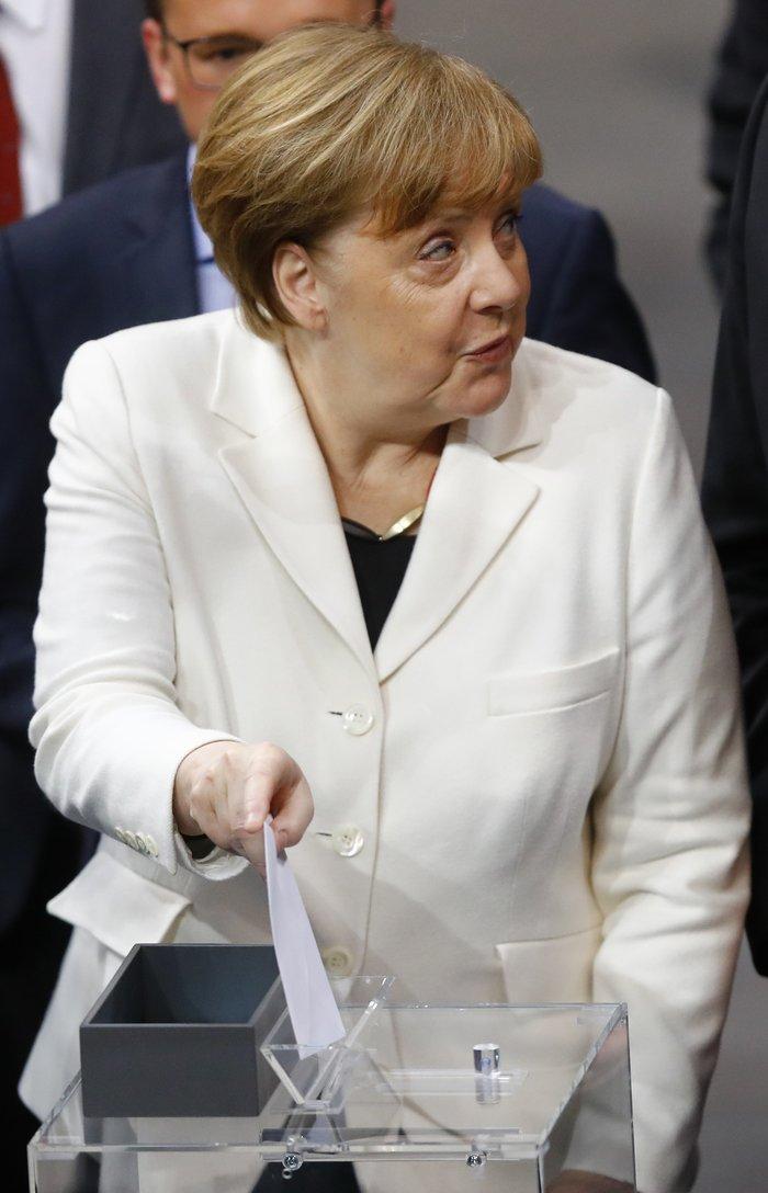 Καγκελάριος για 4η φορά η Ανγκελα Μέρκελ-με τη μαμά της στην ορκωμοσία - εικόνα 6