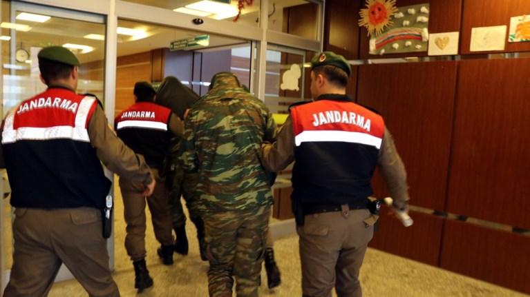 Παρέμβαση 15 Ελλήνων ευρωβουλευτών για τους δύο στρατιωτικούς