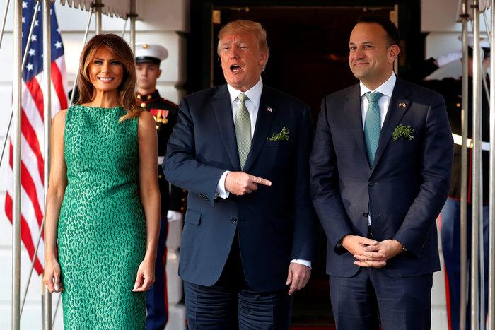 Τι συμβολίζει το απίθανο σμαραγδένιο λεοπάρ φόρεμα της Μελάνια Τραμπ;