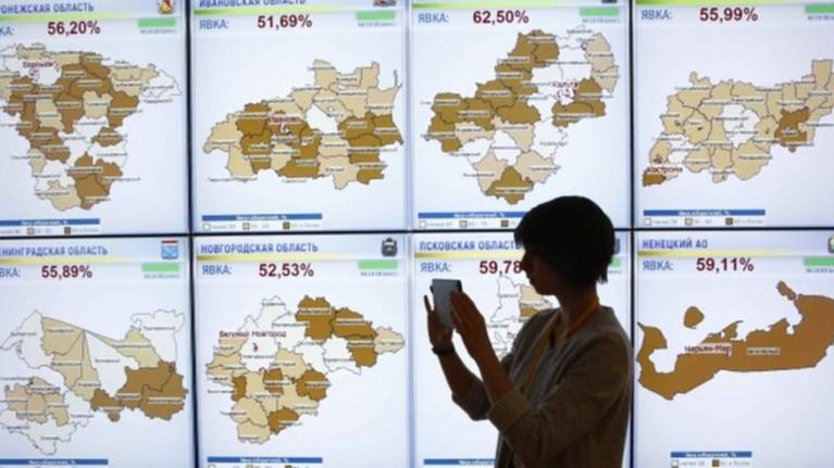Καταγγελίες για νοθεία, «fake news» απαντά η Μόσχα