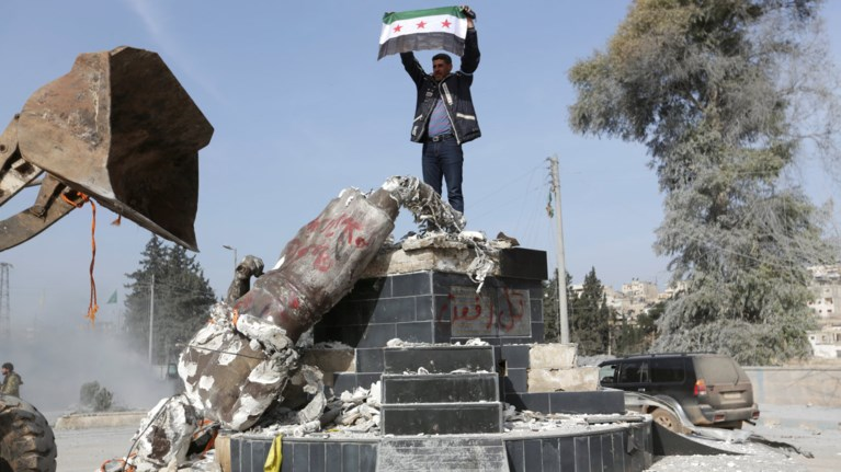 Βανδαλισμοί στο Αφρίν,έριξαν άγαλμα από την κουρδική παράδοση