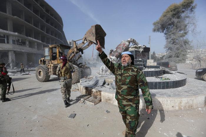 Βανδαλισμοί στο Αφρίν,έριξαν άγαλμα που συνδέεται με την κουρδική παράδοση - εικόνα 7