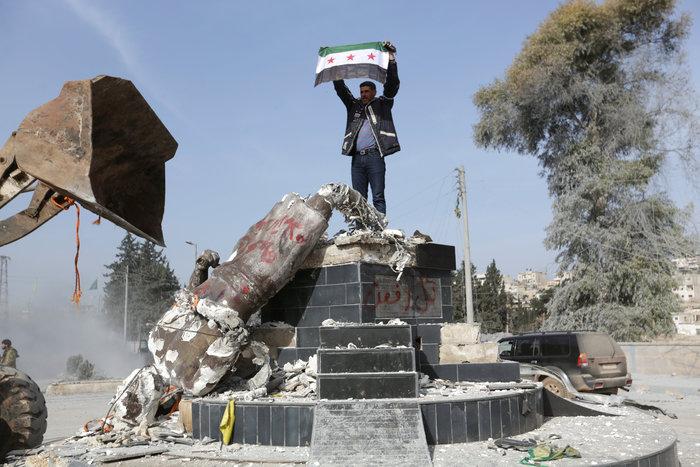 Βανδαλισμοί στο Αφρίν,έριξαν άγαλμα που συνδέεται με την κουρδική παράδοση - εικόνα 6