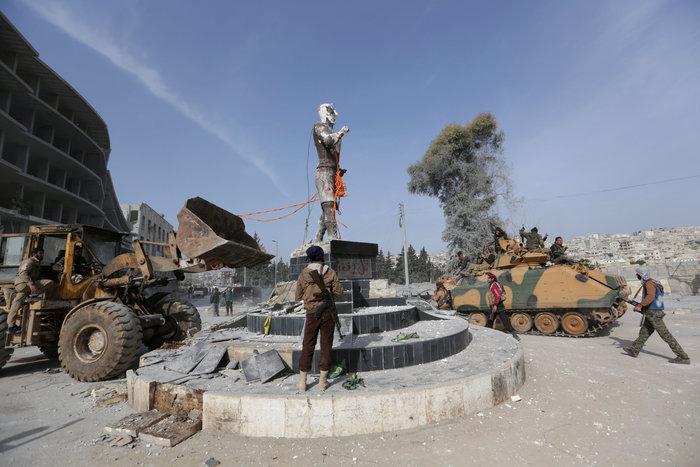 Βανδαλισμοί στο Αφρίν,έριξαν άγαλμα που συνδέεται με την κουρδική παράδοση - εικόνα 2