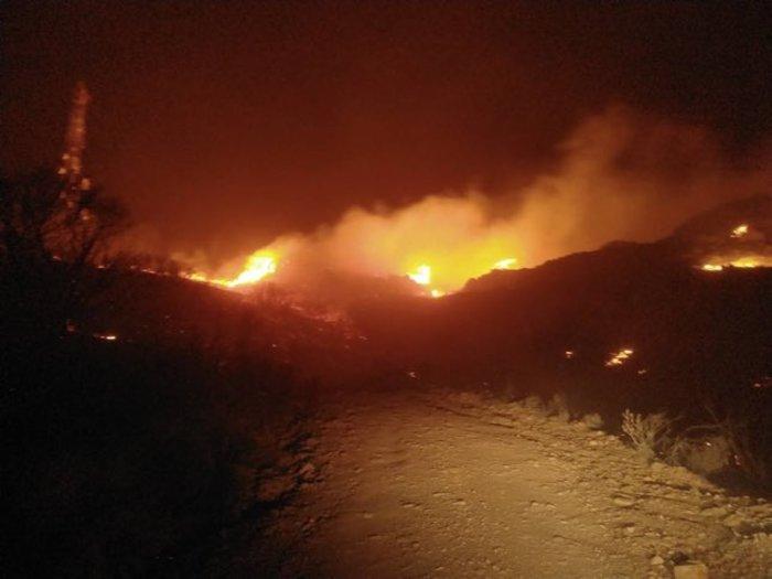 Μάχη με τις φλόγες στην Κρήτη: Πάνω από 20 πυρκαγιές-εκκενώθηκε οικισμός