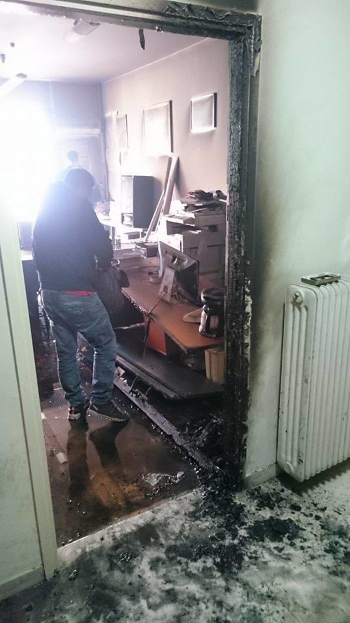 Εμπρηστική - ρατσιστική επίθεση στην καρδιά της Αθήνας - εικόνα 2