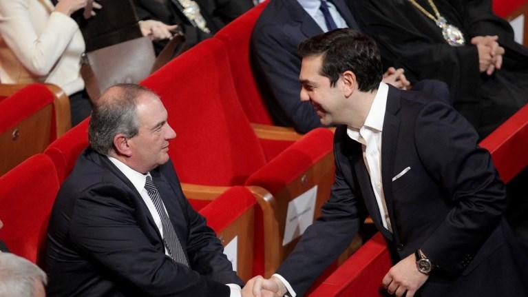 diapseudei-o-karamanlis-to-tilefwnima-me-ton-tsipra