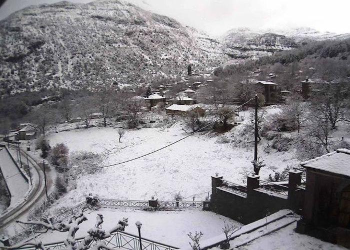 Χειμωνιάτικο σκηνικό στην Ήπειρο. Χιονίζει στα ορεινά από τα ξημερώματα - εικόνα 3