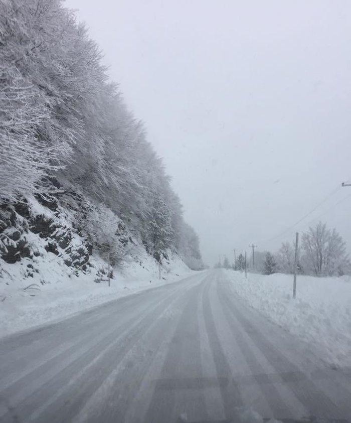 Χειμωνιάτικο σκηνικό στην Ήπειρο. Χιονίζει στα ορεινά από τα ξημερώματα - εικόνα 5