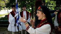 Μαθητική παρέλαση στο κέντρο της Αθήνας για την 25η Μαρτίου [φωτό]