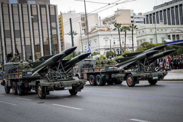 Καρέ καρέ η μεγάλη στρατιωτική παρέλαση στο Σύνταγμα - εικόνα 4