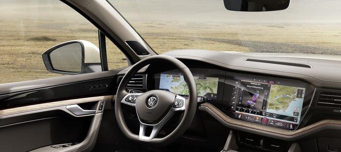 Συνολικά 27 ίντσες από οθόνες στο σαλόνι του νέου SUV