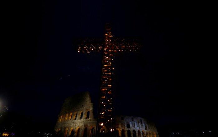 Οικογένεια από τη Συρία θα μεταφέρει τον Σταυρό στο Κολοσσαίο - Eικόνες - εικόνα 2