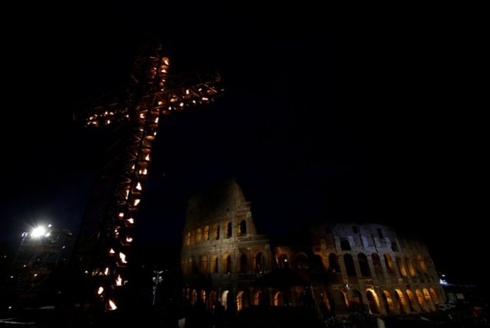 Οικογένεια από τη Συρία θα μεταφέρει τον Σταυρό στο Κολοσσαίο - Eικόνες - εικόνα 3