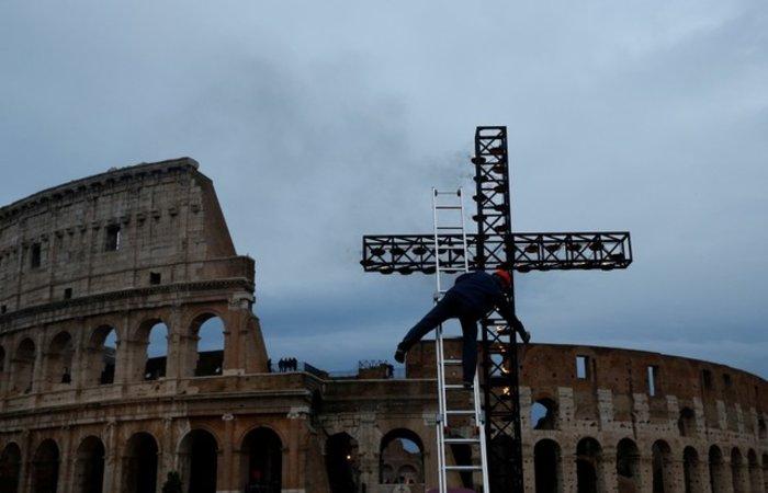 Οικογένεια από τη Συρία θα μεταφέρει τον Σταυρό στο Κολοσσαίο - Eικόνες - εικόνα 9