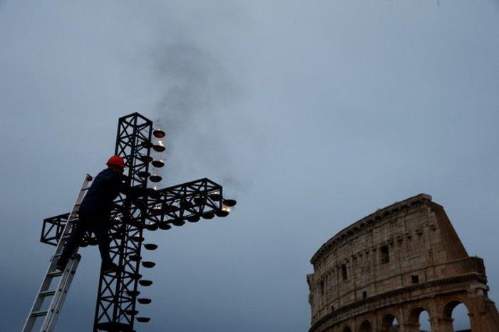 Οικογένεια από τη Συρία θα μεταφέρει τον Σταυρό στο Κολοσσαίο - Eικόνες - εικόνα 10