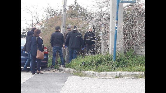 Ωραιόκαστρο: Ομολόγησε ο 58χρονος που κρατούσε ομήρους τα ξαδέρφια του - εικόνα 2