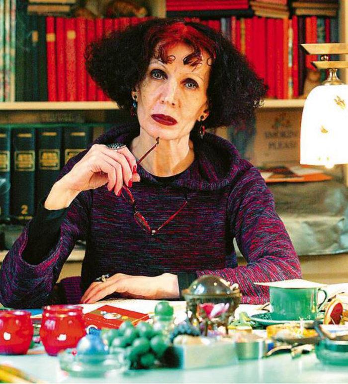 Η συγγραφέας Ζυράννα Ζατέλη