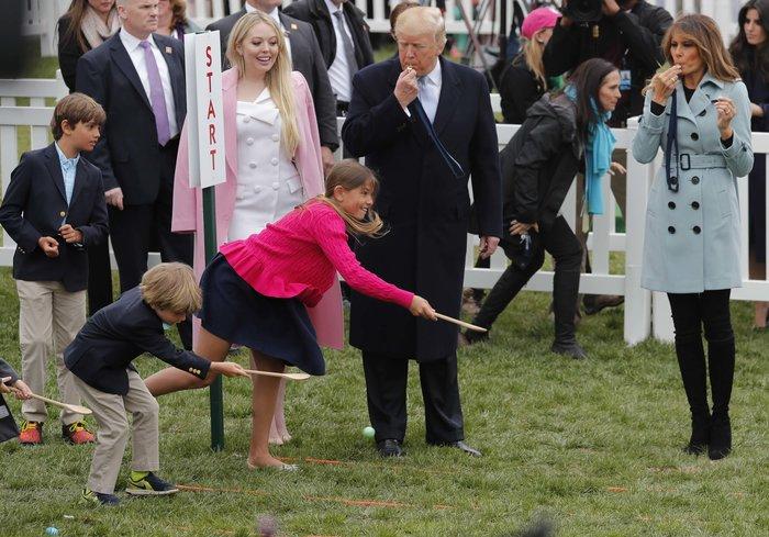 Σε ροζ και γαλάζιες αποχρώσεις η Μελάνια Τραμπ στον Λευκό Οίκο - εικόνα 5