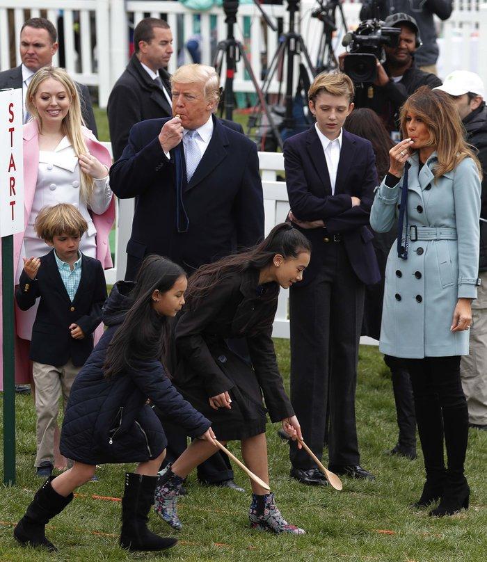 Σε ροζ και γαλάζιες αποχρώσεις η Μελάνια Τραμπ στον Λευκό Οίκο - εικόνα 6