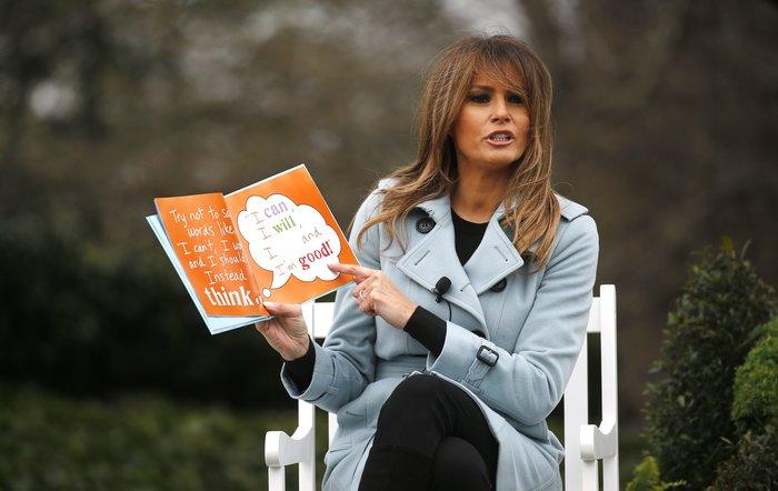 Σε ροζ και γαλάζιες αποχρώσεις η Μελάνια Τραμπ στον Λευκό Οίκο - εικόνα 7