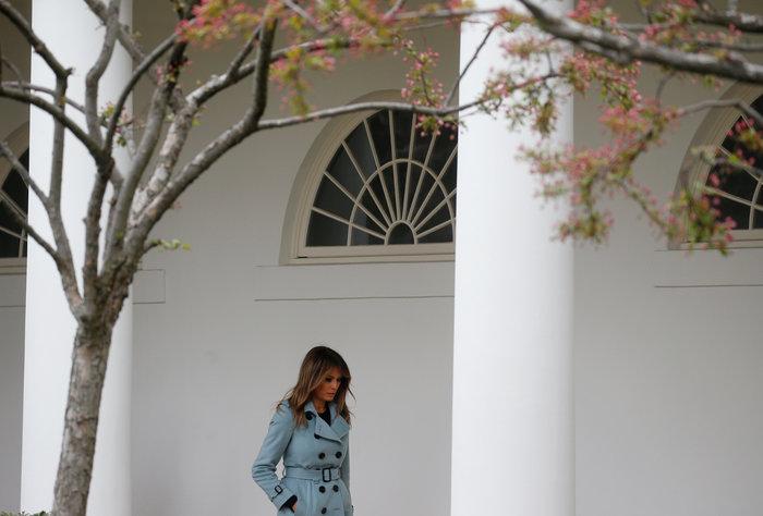 Σε ροζ και γαλάζιες αποχρώσεις η Μελάνια Τραμπ στον Λευκό Οίκο - εικόνα 9