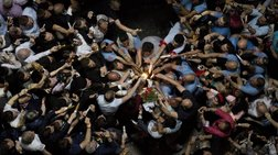Το Άγιο Φως άναψε - πανηγυρική ατμόσφαιρα στα Ιεροσόλυμα (Live)