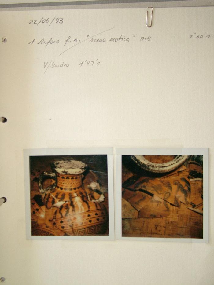 Ο ετρουσκικός αμφορέας όπως απεικονίζεται στις κατασχεμένες Polaroid