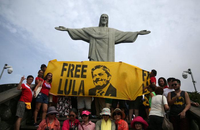 Βραζιλία: Παραμένει φαβορί στις εκλογές ο φυλακισμένος Λούλα