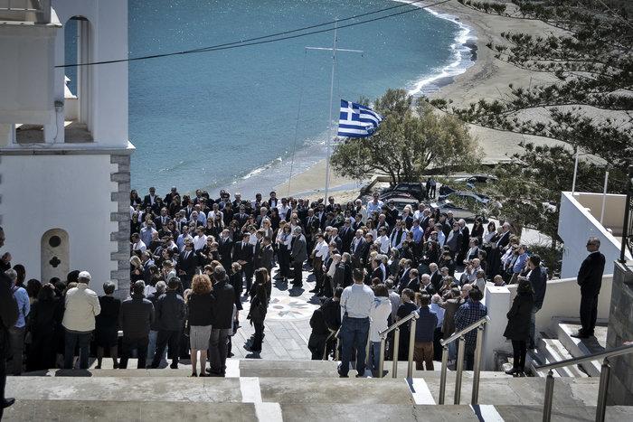 Στην Ανδρο το τελευταίο αντίο στον Αλέξανδρο Σταματιάδη [Εικόνες] - εικόνα 6