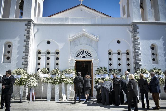 Στην Ανδρο το τελευταίο αντίο στον Αλέξανδρο Σταματιάδη [Εικόνες] - εικόνα 11