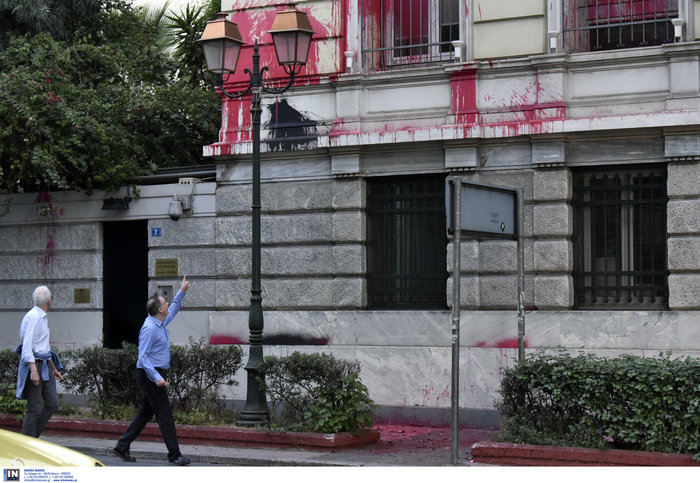 Επίθεση του Ρουβίκωνα στην πρεσβεία της Γαλλίας και στο Γαλλικό προξενείο - εικόνα 3