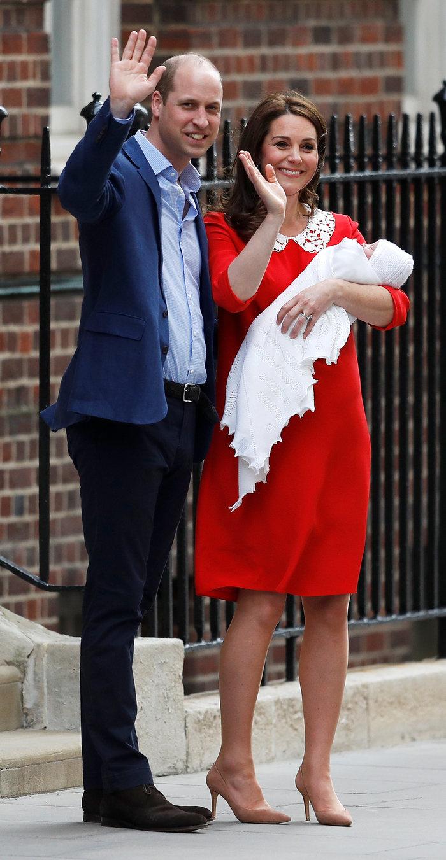 Η πρώτη δημόσια εμφάνιση του νέου πρίγκιπα στην αγκαλιά της μαμάς του