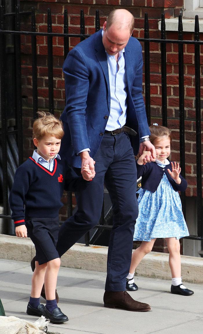 Γεννημένη πριγκίπισσα η Σάρλοτ: Πανδαιμόνιο με τo βασιλικό χαιρετισμό της - εικόνα 4