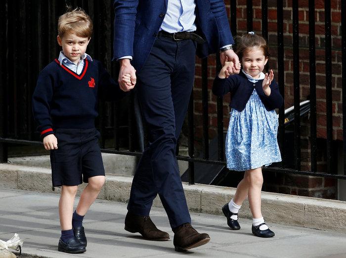 Γεννημένη πριγκίπισσα η Σάρλοτ: Πανδαιμόνιο με τo βασιλικό χαιρετισμό της - εικόνα 5