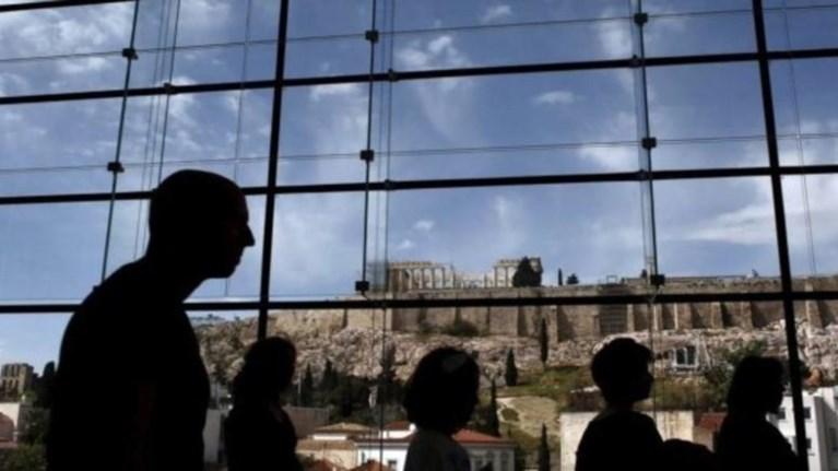 WSJ:Η Ελλάδα έχει να διανύσει μακρύ δρόμο για να συνέλθει