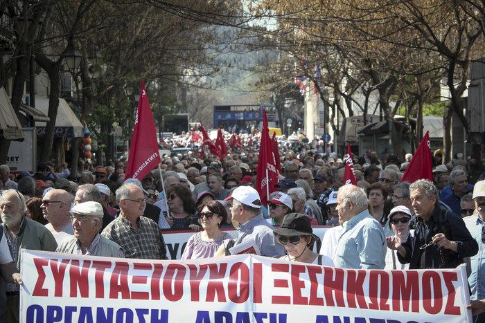 Αποκλεισμένο το κέντρο της Αθήνας, τρεις πορείες σε εξέλιξη