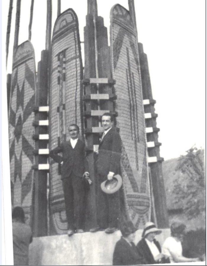 Ο Νίκος Καζαντζάκης και ο Παντελής Πρεβελάκης στην Αποικιακή Έκθεση στο Παρίσι. (1931)