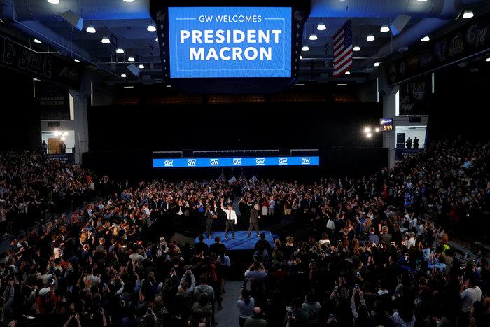 Η συζήτηση του Μακρόν με φοιτητές σε στιλ Ομπάμα