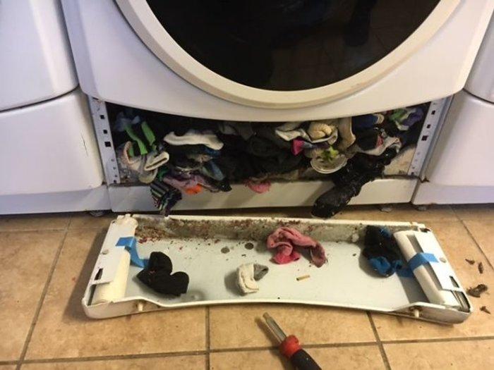 Φωτό: Πού πηγαίνουν οι κάλτσες όταν χάνονται στο πλυντήριο