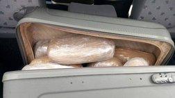 Συνελήφθη 30χρονη που μετέφερε 27 κιλά κάνναβης μέσα σε τρεις βαλίτσες
