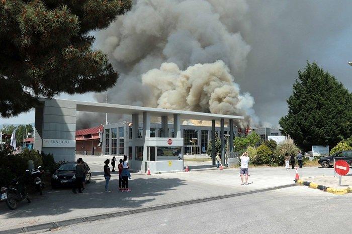 """Ξάνθη: """"Πνιγμένη"""" στο νέφος η περιοχή γύρω από το εργοστάσιο της Sunlight - εικόνα 3"""