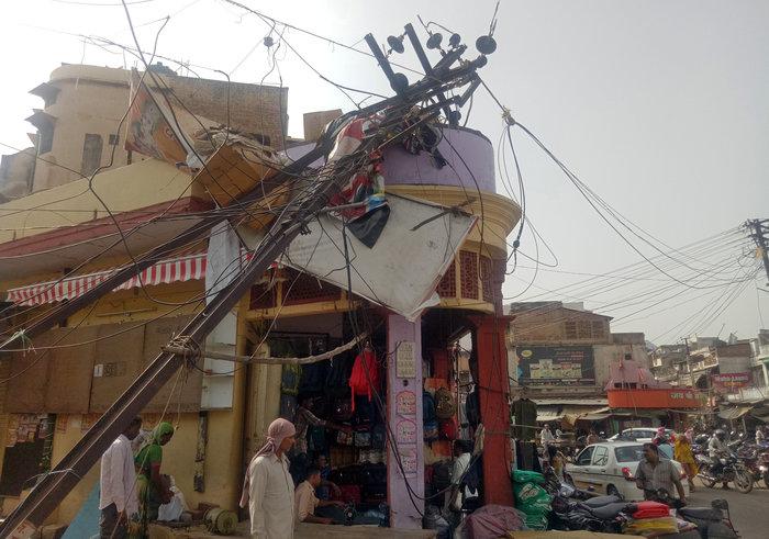 150 οι νεκροί στην Ινδία από καταιγίδες και αμμοθύελλες