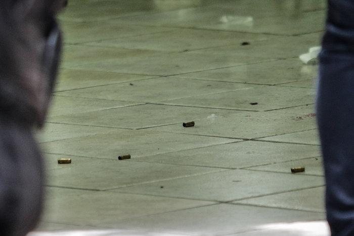 Πυροβόλησαν Αλβανό σε κομμωτήριο στην πλατεία Βικτωρίας - εικόνα 2