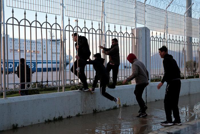 Συμπλοκές στο λιμάνι στην Πάτρα μεταξύ των μεταναστών