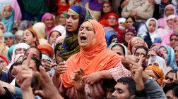 Ινδία: Εφηβη, θύμα βιασμού και πυρπόλησης, δίνει μάχη για τη ζωή
