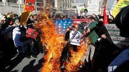 Βουλευτές του Ιράν έκαψαν σημαία των ΗΠΑ μέσα στο κοινοβούλιο