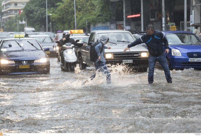 Θεσσαλονίκη: 24 ώρες μετά η πόλη μετράει τις πληγές της - εικόνα 3