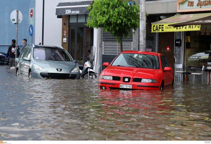 Θεσσαλονίκη: 24 ώρες μετά η πόλη μετράει τις πληγές της - εικόνα 7